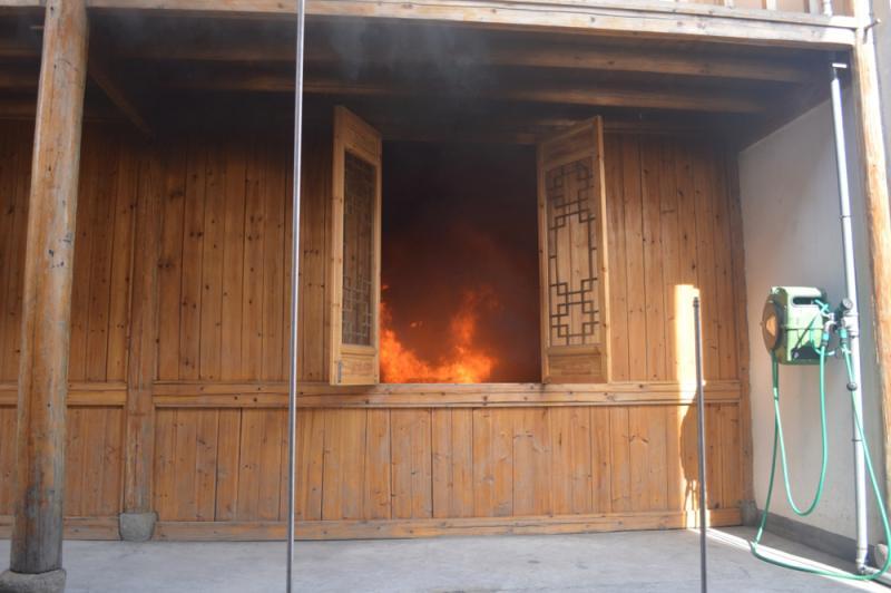 木屋室内起火
