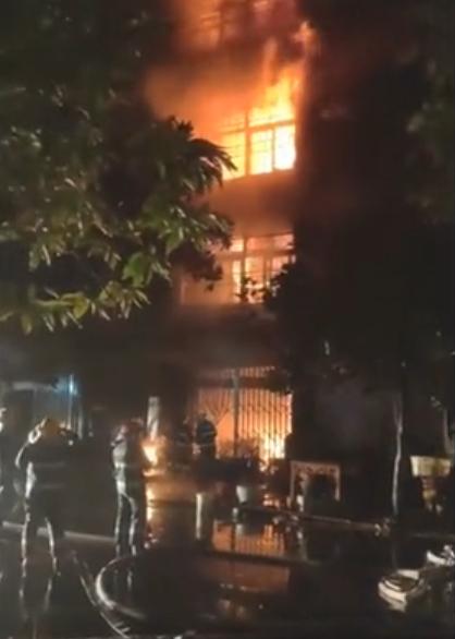 浙江温州一民房发生火灾,致4人死亡