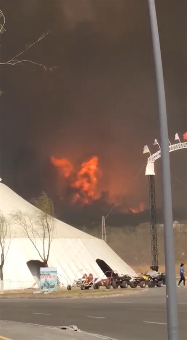 视频| 沈阳市棋盘山发生火灾,现场浓烟滚滚!