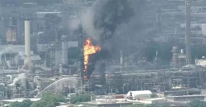 美国石油公司埃克森美孚位于休斯敦市东侧的贝城烯烃工厂发生火灾
